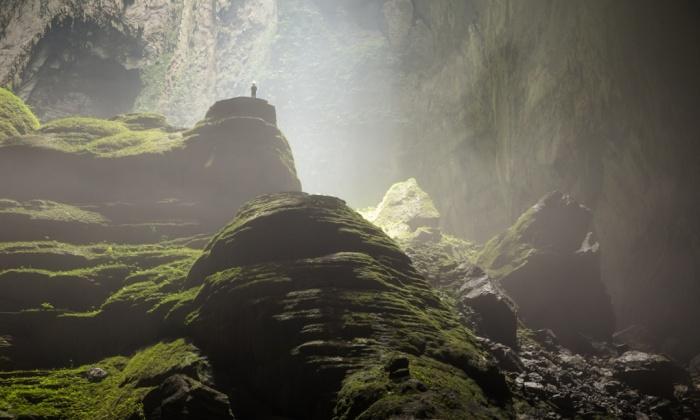 l'intérieur luxuriant de la grotte.