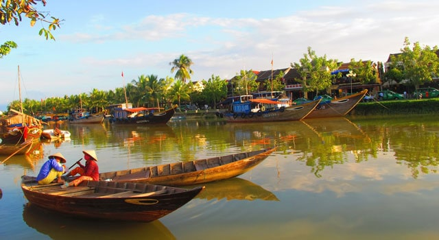 Explorez le bord de la rivière Thu Bon