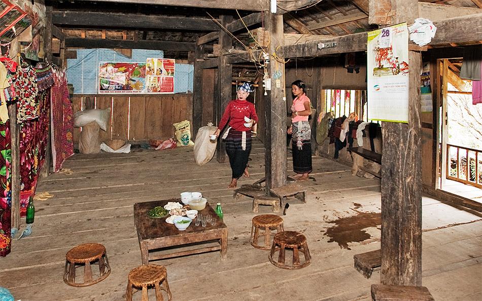 Visite d'une maison en route Lai Chau