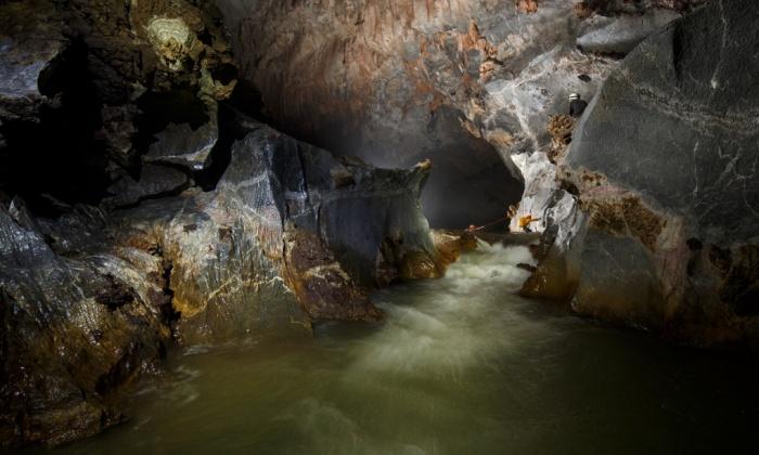 Fleuve dans la grotte