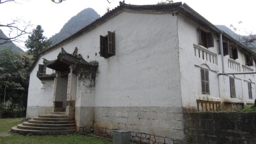 Cour, palais de roi de H'mong