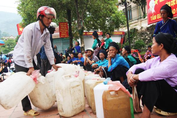 Achat de l'alcool Marché Hoang Su Phi Ha Giang