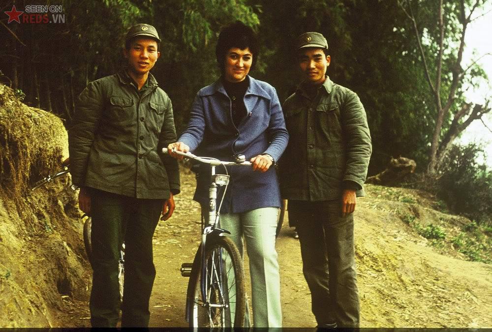 Auteur avec les soldats Nord Vietnam