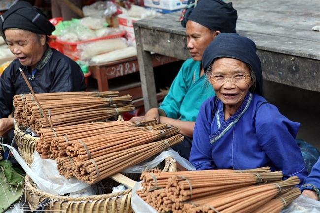Baguettes d'encen Marché Hoang Su Phi Ha Giang