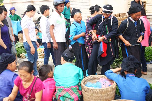 Ethnies au Marché Hoang Su Phi Ha Giang