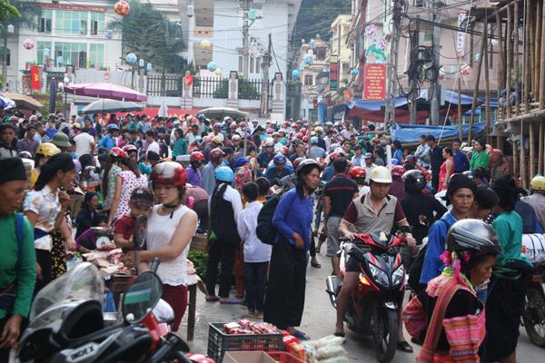 La foule au Marché Hoang Su Phi Ha Giang
