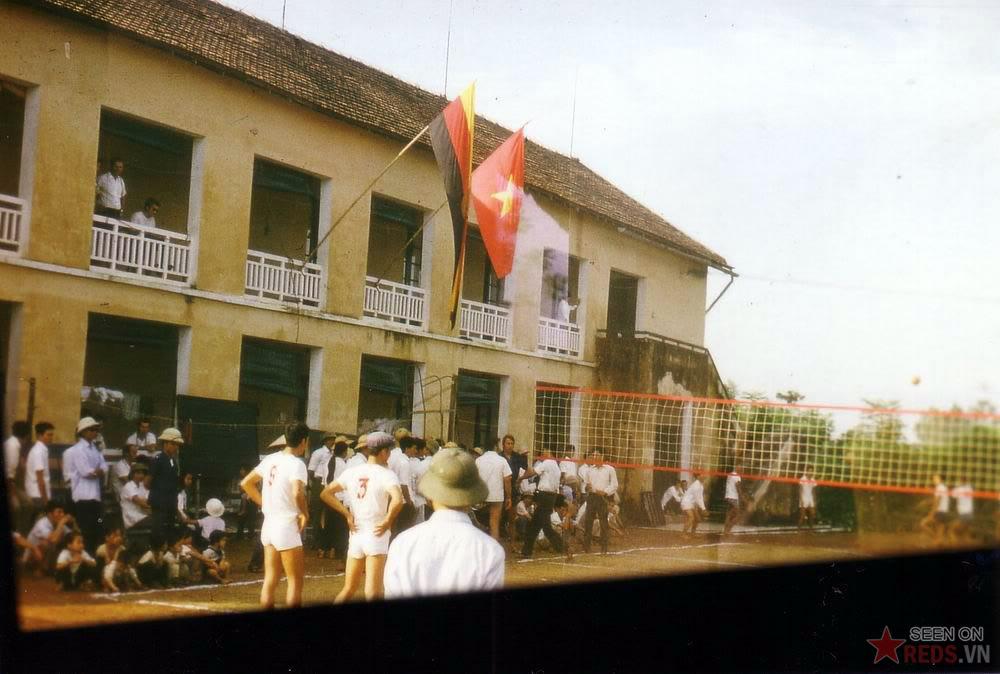 Matche de voleyball entre les vietnamiens et les ouvriers allemands de l'Est