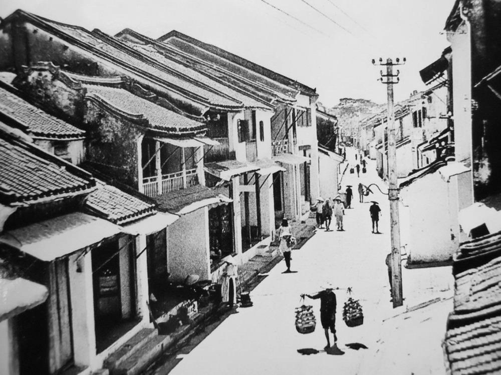 Rue Nguyen Thai Hoc Hoi An en Noir et Blanc