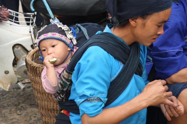 Une dame de Nung au Marché Hoang Su Phi Ha Giang