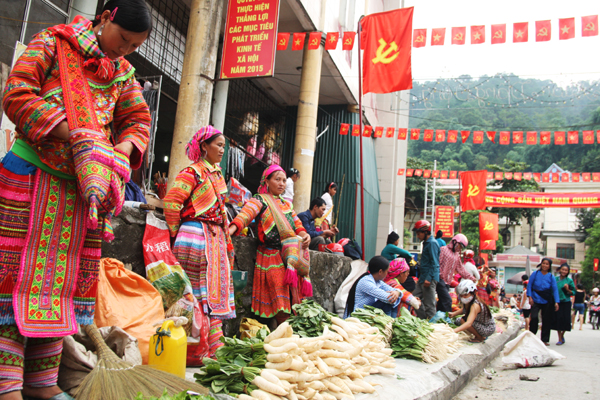 Vendeuses de legumes Marché Hoang Su Phi Ha Giang
