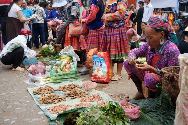 Vente des legumes Marché Xin Man, ou Coc Pai, Ha Giang